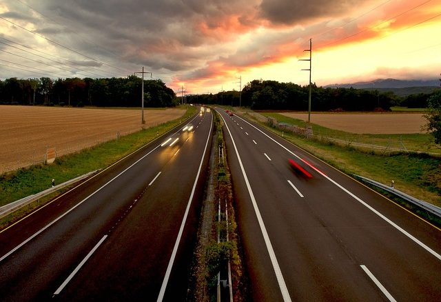 Kosten einer Autoreise: Sparen beginnt bereits beim Autokauf